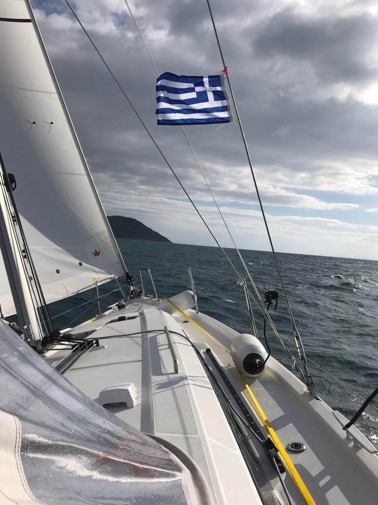 מיקי וינשטיין-הנפת דגל יוון